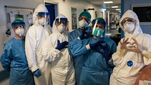 Các y tá mặc đồ bảo hộ tại bệnh viện Cremona, Ý - Sputnik Việt Nam