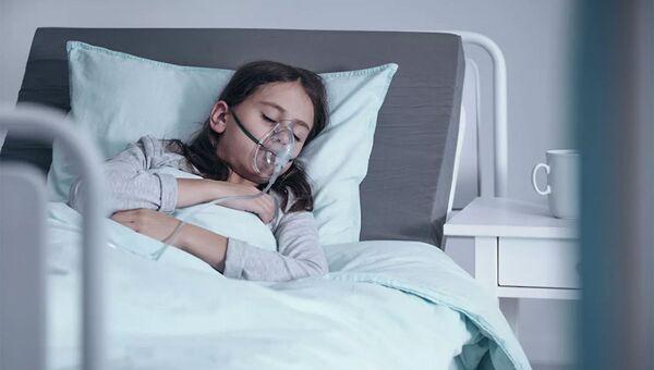 Cô gái đeo mặt nạ dưỡng khí tại bệnh viện - Sputnik Việt Nam