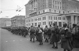 Cuộc diễu binh của quân đội Xô-viết trên Quảng trường Đỏ ở Matxcơva, ngày 7 tháng 11 năm 1941