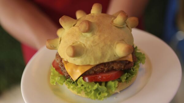 Bánh burger hình coronavirus Corona burger tại một nhà hàng ở Hà Nội, Việt Nam - Sputnik Việt Nam