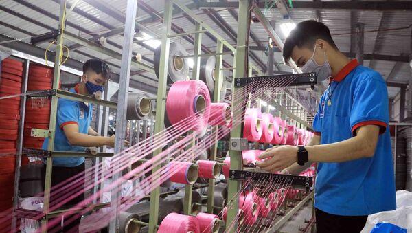 Sản xuất tại công ty sản xuất Bao bì Thuận Đức (Kim Động, Hưng Yên) - Sputnik Việt Nam
