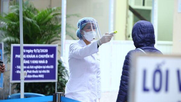Người vào bệnh viện Xanh-pôn sẽ được kiểm tra thân nhiệt và khai báo lịch trình di chuyển - Sputnik Việt Nam