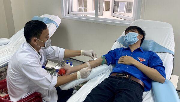 Đoàn viên, thanh niên Bệnh viện Trung ương Huế tham gia hiến máu. - Sputnik Việt Nam