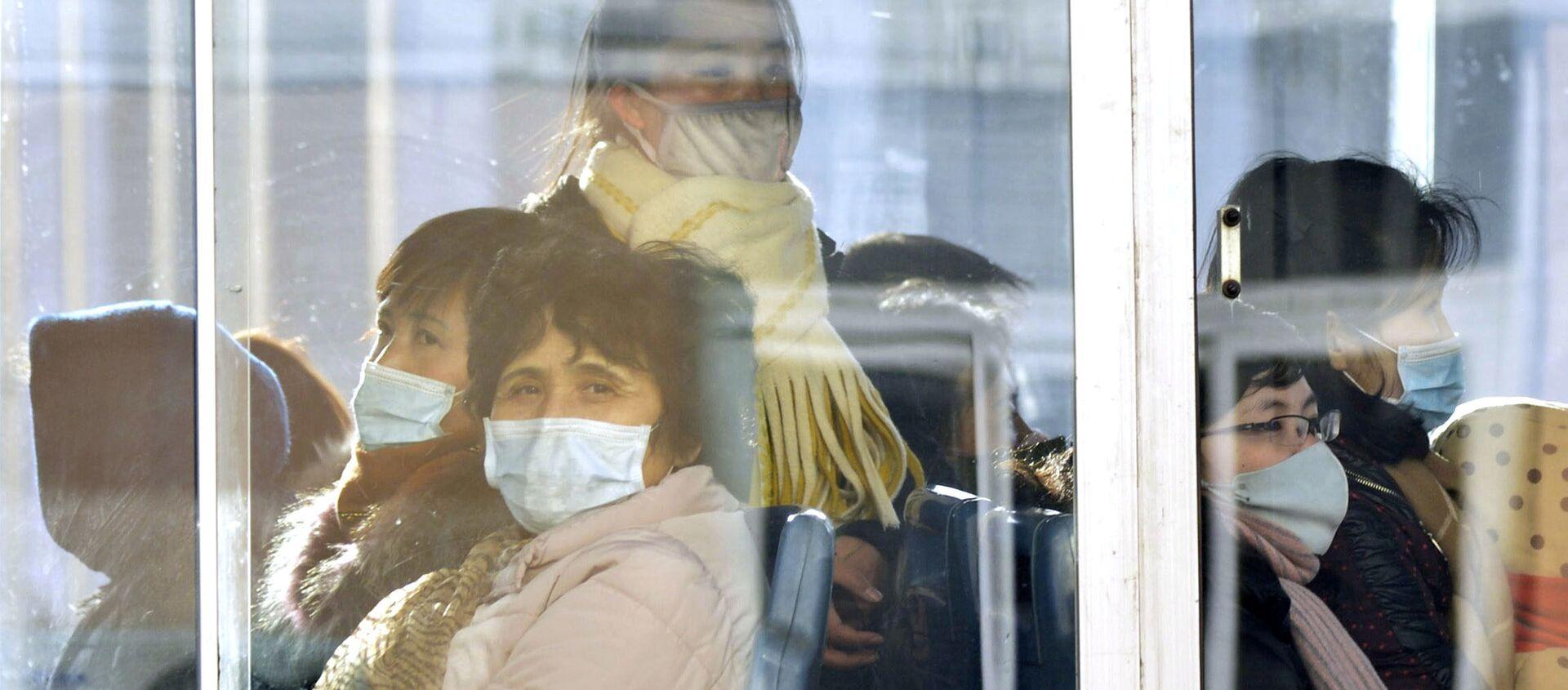 Hành khách xe buýt trong mặt nạ y tế. Bắc Triều Tiên - Sputnik Việt Nam, 1920, 02.04.2020