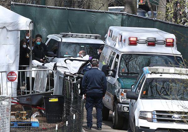 Nhân viên y tế tại bệnh viện dã chiến ở Công viên trung tâm thành phố New York - Sputnik Việt Nam