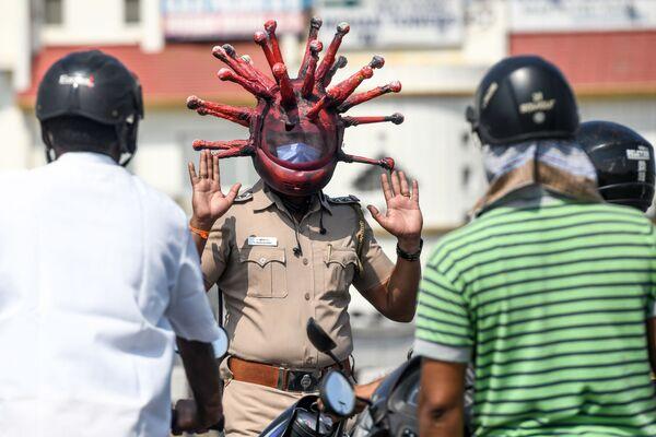 Cảnh sát đeo khẩu trang ở thành phố Chennai, Ấn Độ - Sputnik Việt Nam