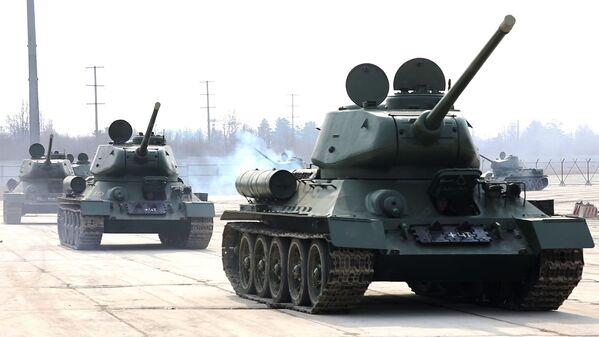 Xe tăng T-34 sau khi đại tu tại thao trường Alabino - Sputnik Việt Nam