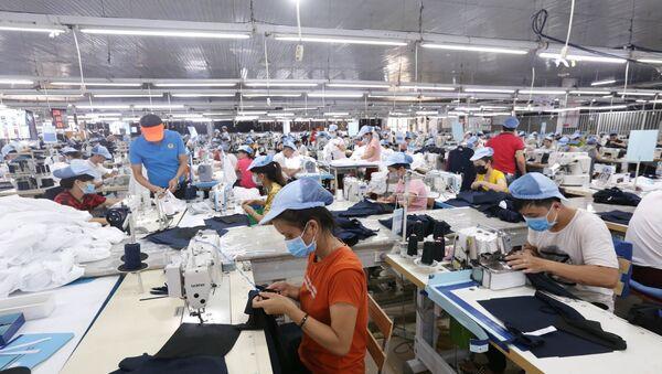 Các dây chuyền dệt may của Công ty Cổ phần dệt may Phú Hòa An tại KCN Phú Bài, tỉnh Thừa Thiên Huế. - Sputnik Việt Nam