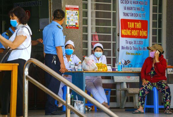 Tại lối vào bệnh viện ở thành phố nghỉ mát Nha Trang (Việt Nam) - Sputnik Việt Nam