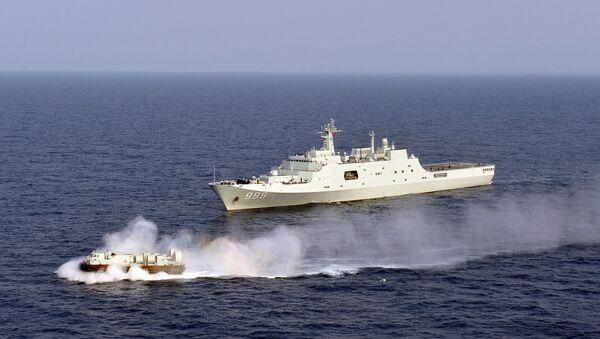Tàu Jinggangshan của Trung Quốc ở Biển Đông. - Sputnik Việt Nam