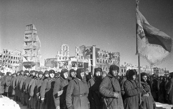 Stalingrad. Ngày 4 tháng 2 năm 1943. Diễu binh vinh danh giải phóng thành phố - Sputnik Việt Nam