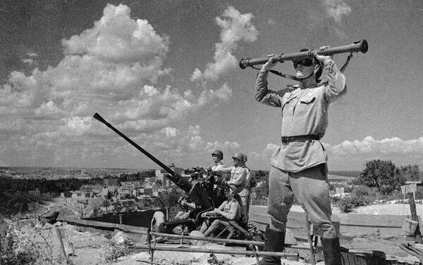 Các pháo thủ phòng không bảo vệ bầu trời tự do của thành phố Sevastopol đã được giải phóng - Sputnik Việt Nam