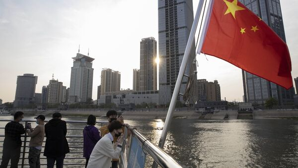 Người dân Vũ Hán đi phà qua sông Dương Tử. - Sputnik Việt Nam