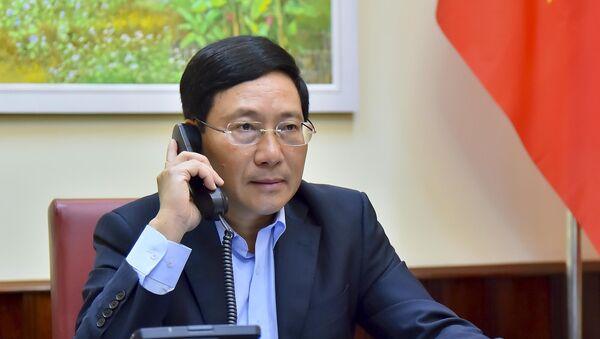 Phó Thủ tướng, Bộ trưởng Bộ Ngoại giao Phạm Bình Minh điện đàm với Bộ trưởng Ngoại giao Nhật Bản Motegi Toshimitsu về hợp tác ứng phó với dịch bệnh COVID-19. - Sputnik Việt Nam