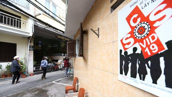 Việt Nam. Bên trong phố được dán những thông báo, tuyên truyền về các biện pháp phòng, chống dịch bệnh COVID-19 - Sputnik Việt Nam