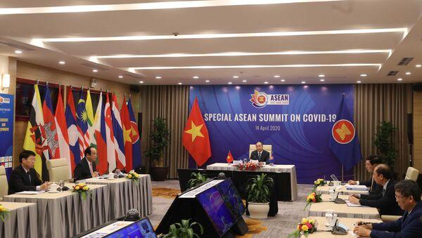 Thủ tướng Nguyễn Xuân Phúc, Chủ tịch ASEAN 2020 phát biểu khai mạc.  - Sputnik Việt Nam