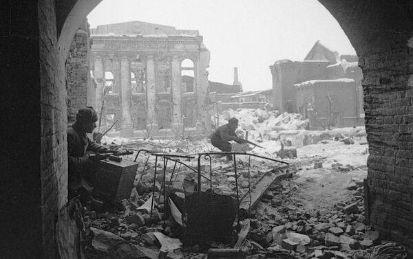 Các chiến sĩ Hồng quân trong trận đánh trên những đường phố Stalingrad - Sputnik Việt Nam