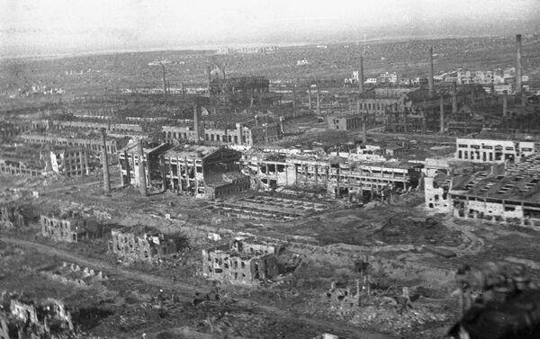 Cảnh nhìn từ trên cao của thành phố Stalingrad bị tàn phá  - Sputnik Việt Nam