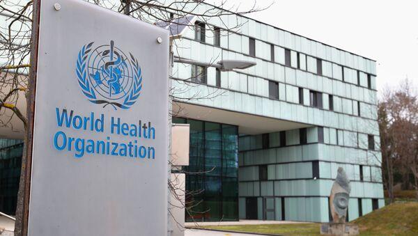 Biểu tượng của Tổ chức Y tế Thế giới tại tòa nhà của WHO ở Geneva, Thụy Sĩ - Sputnik Việt Nam