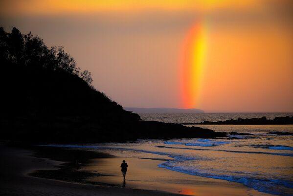 Cầu vồng hoàng hôn trên bãi biển thành phố Mollymook của Úc - Sputnik Việt Nam