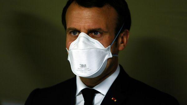 Tổng thống Pháp Emmanuel Macron đeo khẩu trang y tế - Sputnik Việt Nam