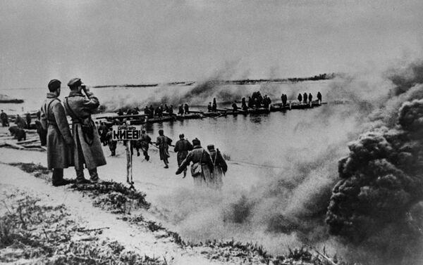 Tiến vào Kiev!. Vượt qua sông Dniepr. Tháng 9 năm 1943 - Sputnik Việt Nam