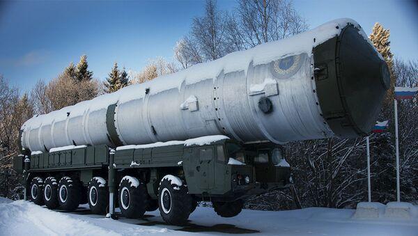 Phương tiện vận chuyển-bốc hàng khung gầm MAZ-547A dành cho tên lửa đánh chặn tầm xa 51T6 - Sputnik Việt Nam