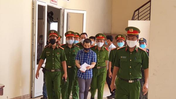 Bị cáo Trương Dương lĩnh 11 năm tù vì gây ra vụ nổ tại Cục thuế Bình Dương. - Sputnik Việt Nam