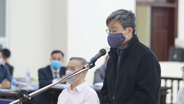 Ông Nguyễn Bắc Son trả lời HĐXX cấp phúc thẩm sáng 23/4.  - Sputnik Việt Nam