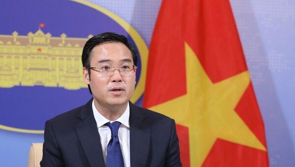 Phó Phát ngôn Bộ Ngoại giao Ngô Toàn Thắng trả lời các câu hỏi của phóng viên. - Sputnik Việt Nam