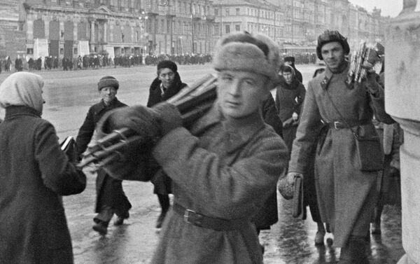 Đại lộ Nevsky tại thành phộ Leningrad bị bao vây, năm 1941 - Sputnik Việt Nam