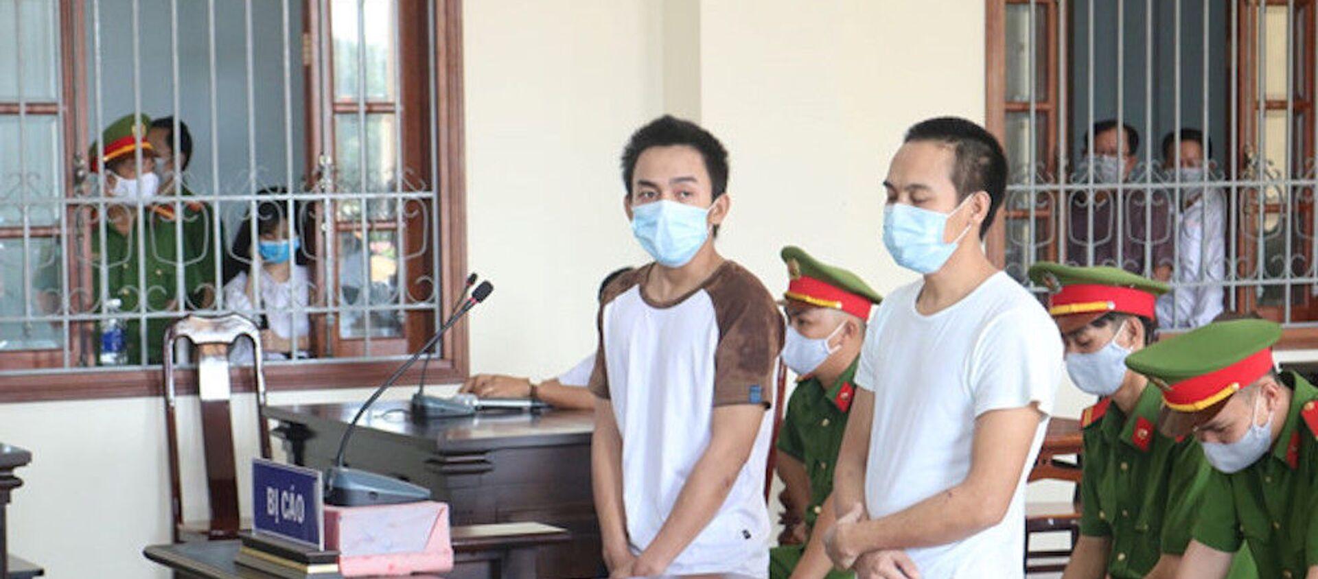 Bị cáo Minh và Giàu tại tòa - Sputnik Việt Nam, 1920, 23.04.2020