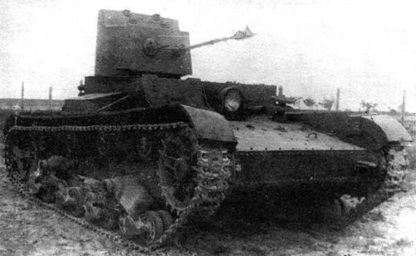 Xe tăng Liên Xô hạng nhẹ với súng phun lửa KhT-26 / BKhM-3 - Sputnik Việt Nam