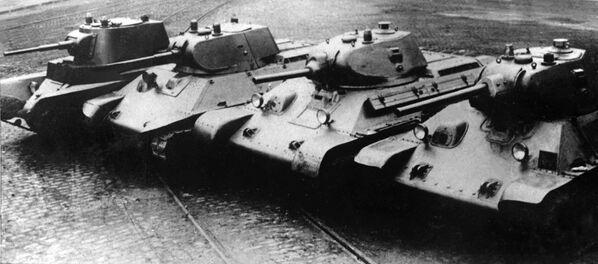 Chuỗi tiến hóa từ BT-7 đến T-34 - Sputnik Việt Nam