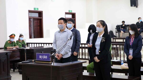 Bị cáo Hà Văn Thắm (48 tuổi, cựu Chủ tịch HĐQT Ngân hàng Đại Dương - Oceanbank) và đồng phạm tại phiên xét xử.  - Sputnik Việt Nam