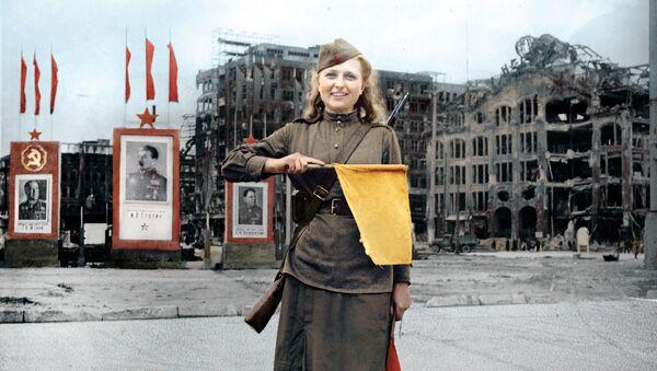 Binh nhì Luba Rosenowa ở Berlin - Sputnik Việt Nam