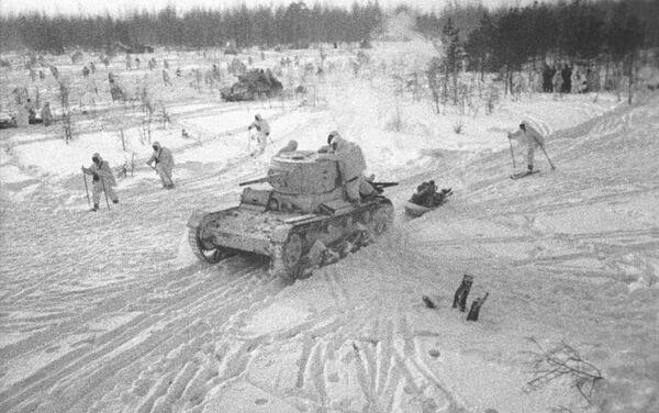 """Cuộc phản công của Hồng quân gần Matxcơva. Cảnh từ bộ phim tài liệu """"Sự thất bại của quân đội Đức quốc xã gần Matxcơva. Tháng 10 năm 1941 - Tháng 1 năm 1942. Xưởng phim tài liệu trung ương - Sputnik Việt Nam"""