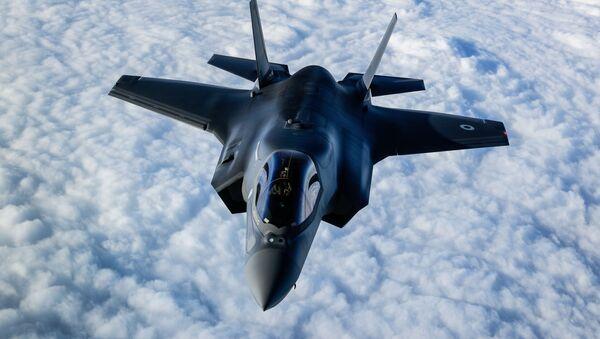 Máy bay chiến đấu RAF F-35B bay qua Anh - Sputnik Việt Nam