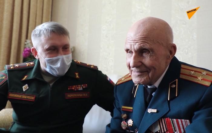 Diễu binh trực tuyến chào mừng Chiến thắng: Quân đội chúc mừng cựu chiến binh như thế
