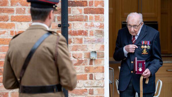 Cựu chiến binh người Anh Tom Moore. - Sputnik Việt Nam