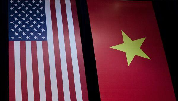 Cờ của Hoa Kỳ và Việt Nam - Sputnik Việt Nam