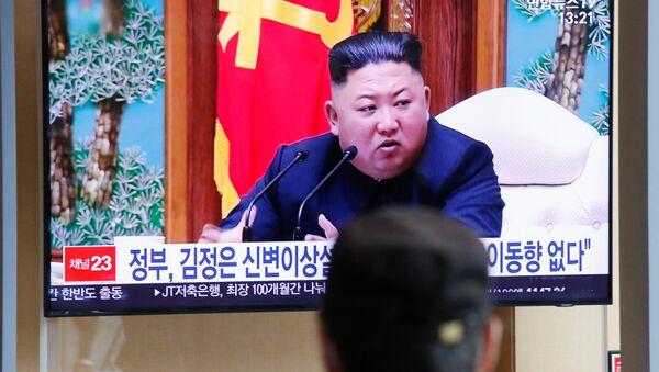 Mọi người theo dõi nhà lãnh đạo Triều Tiên Kim Jong-un, Seoul, Hàn Quốc - Sputnik Việt Nam