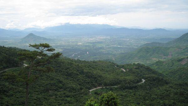 Đèo Ngoạn Mục nhìn từ ranh giới hai tỉnh Lâm Đồng và Ninh Thuận. - Sputnik Việt Nam