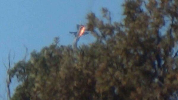 Máy bay Su-24 của Nga bị bắn rơi trên biên giới Syria-Thổ Nhĩ Kỳ đang cháy - Sputnik Việt Nam