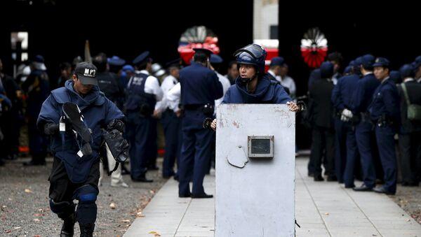 Cảnh sát tại hiện trường vụ nổ trong quần thể đền Yakusuni ở Tokyo - Sputnik Việt Nam