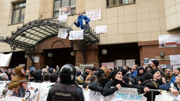 Biểu ngữ trên tay người biểu tình ở Moskva - Sputnik Việt Nam