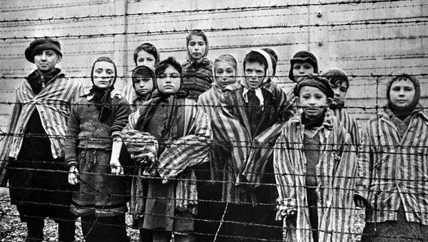 Trẻ em bị giam giữ tại trại tập trung Auschwitz, 1945 - Sputnik Việt Nam