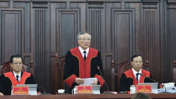 Chánh án Toà án nhân dân Tối cao Nguyễn Hoà Bình bế mạc phiên Giám đốc thẩm. - Sputnik Việt Nam