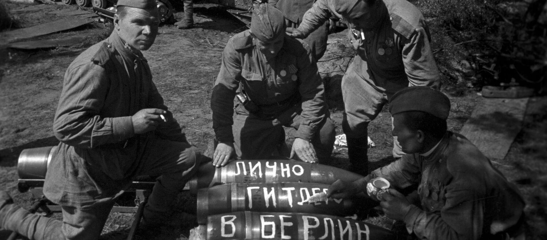 Các tay súng Liên Xô chuẩn bị cho cuộc tấn công vào Berlin, năm 1945 - Sputnik Việt Nam, 1920, 11.05.2020