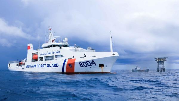 Tàu cảnh sát biển Việt Nam làm nhiệm vụ trên Biển Đông. - Sputnik Việt Nam